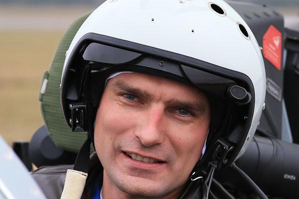 Летчик, который не дал самолету упасть на школу, получил звание Героя России посмертно