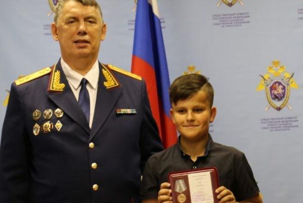 В Ленобласти наградили подростка, который снял на видео убийство