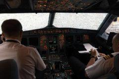 Украинские пилоты сумели вслепую посадить самолет, попавший под град