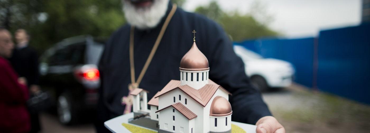 Церкви они строят! Лучше бы больным детям помогли!