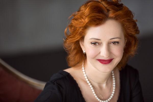 Елена Смирнова: «Мы высылаем подопечным пряжу и машинки для стрижки волос»