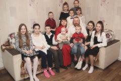 После свадьбы они хотели развестись, а теперь у них 16 детей
