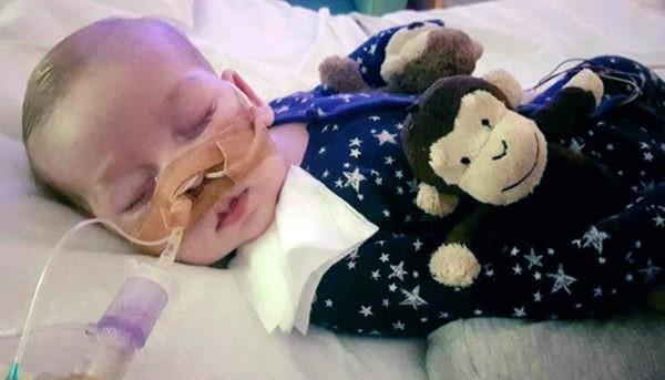 В Лондоне умер ребенок с редким заболеванием, которого не позволили отправить на терапию в США