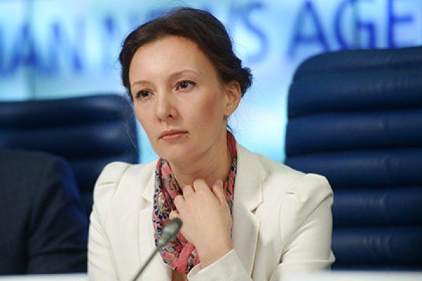 Кузнецова сообщила ФСБ данные о400 случаях незаконного вывоза детей зарубеж