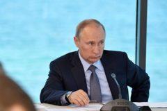 Путин поручил в кратчайшие сроки достроить жилье пострадавшим от пожаров