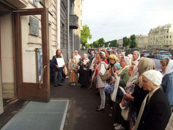 Молитвенные стояния против «Матильды» собрали несколько тысяч человек
