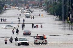Число погибших при наводнениях в Техасе достигло 30 человек (фото, видео)