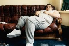 Вырос и лежит на диванe