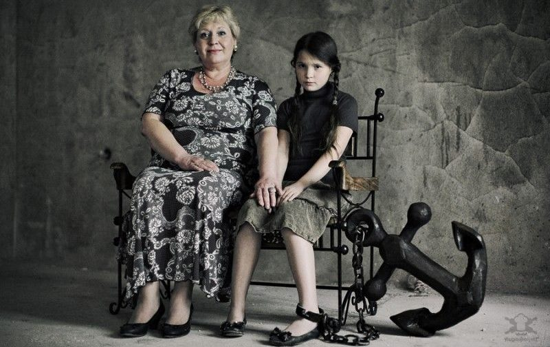 Если мама сажает в «манеж» взрослого ребенка