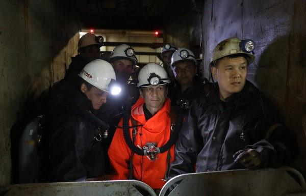 Один из заблокированных на шахте «Мир» горняков вышел на связь