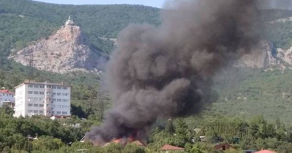 Нелегальный детский лагерь сгорел в Крыму