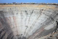 Восемь горняков в Якутии продолжают находиться под землей