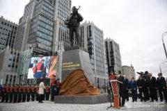 В Москве открыли памятник Михаилу Калашникову