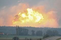 Более 30 тысяч человек эвакуированы на Украине из-за пожара на складе боеприпасов