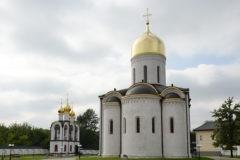 Патриарх освятил храм Трех святителей в Москве