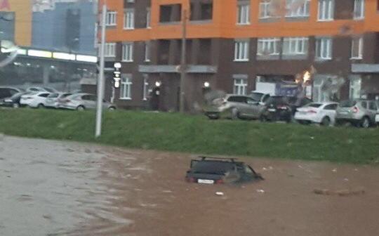 Сильный ливень затопил Уфу (видео)