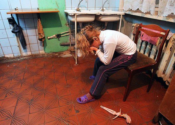 Больше половины бедных россиян – это семьи с детьми