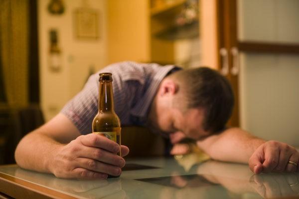 Более половины россиян поддержали бы антиалкогольную кампанию – ВЦИОМ