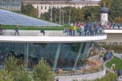Посетители парка «Зарядье» за два дня уничтожили 10 тысяч растений