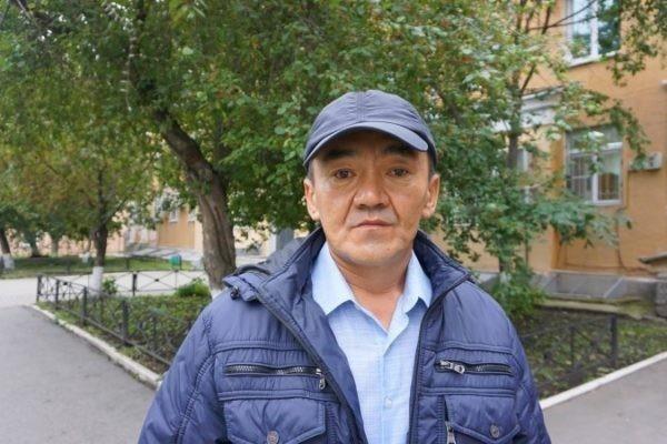 В Екатеринбурге наградили дворника, спасшего младенца