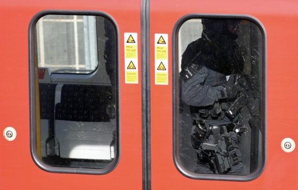 20 человек пострадали при теракте в лондонском метро