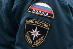 Воронежский спасатель вынес из горящего дома ребенка