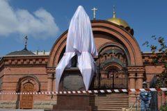В Новосибирске восстановили поврежденный вандалом памятник Николаю II и цесаревичу Алексею