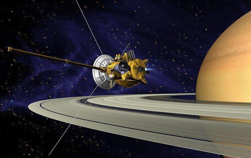 """Миссия Cassini: улыбка Земли, """"космические пельмени"""" и другие загадки"""