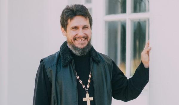 Священник из Смоленской области: Мы не стали никого критиковать, а просто починили дорогу