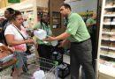 Еда, вода, наличность и бумажные журналы – как жители Флориды готовятся к урагану