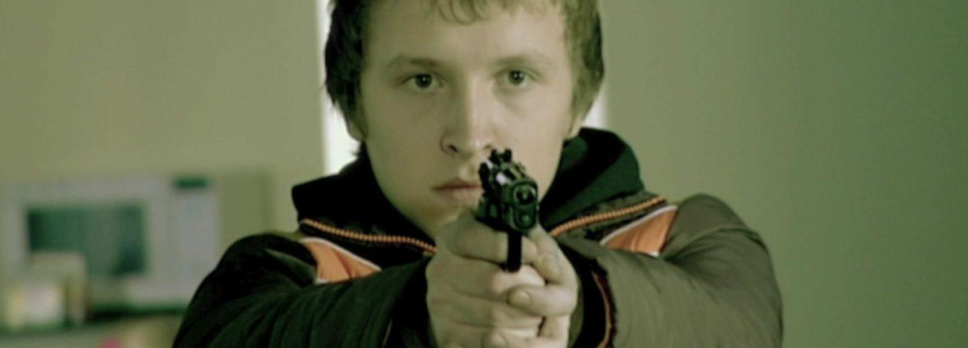 Школьник взял в руки оружие. Что делать?