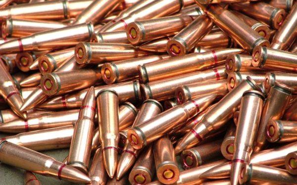 Вотделение фонда «Подари жизнь» принесли коробки спатронами для снайперских винтовок