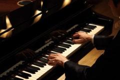 Пианист Михаил Клейн умер во время концерта за роялем
