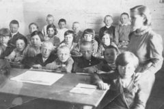 В Петербурге открыли памятную доску блокадным учителям