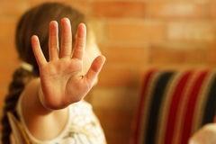 Верховный суд предложил лишать прав родителей, которые вовлекают в секты детей