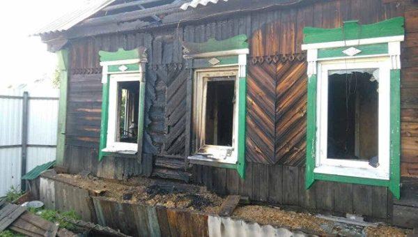 Работник ДПС вынес изгорящего дома четырех детей под Екатеринбургом