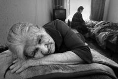 Лиза Олескина: Бабушка хрипит, явно уходит, и все вокруг разбегаются