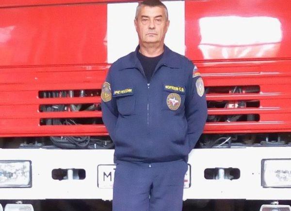 Сотрудник МЧС спас женщину с двумя детьми в горах Крыма