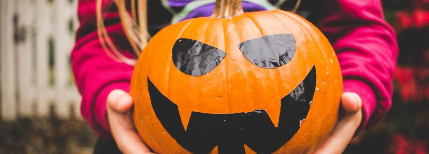 """Травмирован Хеллоуином: подростковый протест и """"гроб на колесиках"""""""