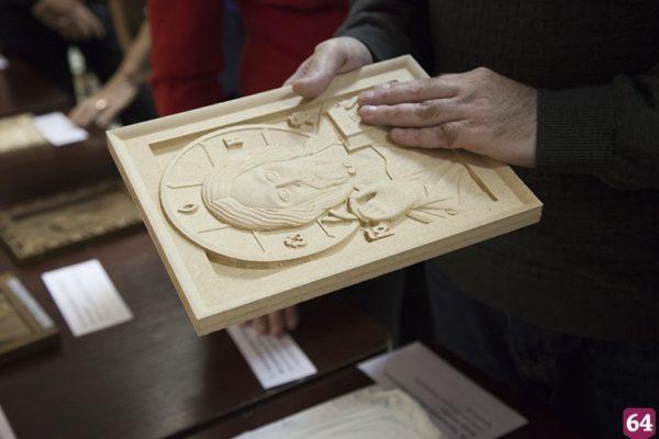 Прихожане саратовского храма создали иконы для незрячих