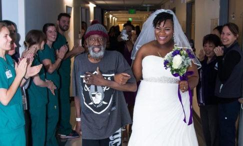 Молодожены сыграли свадьбу в больнице у умирающего отца