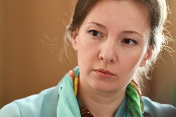 Анна Кузнецова просит наградить защищавшую детей пермскую учительницу