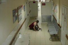 Смоленские врачи полчаса не оказывали помощи упавшему в отделении пациенту