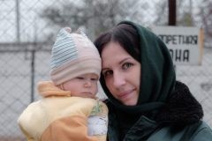 Фотограф снял серию портретов женщин-заключенных с их детьми