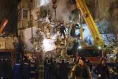Священники помогают пострадавшим при обрушении дома в Ижевске