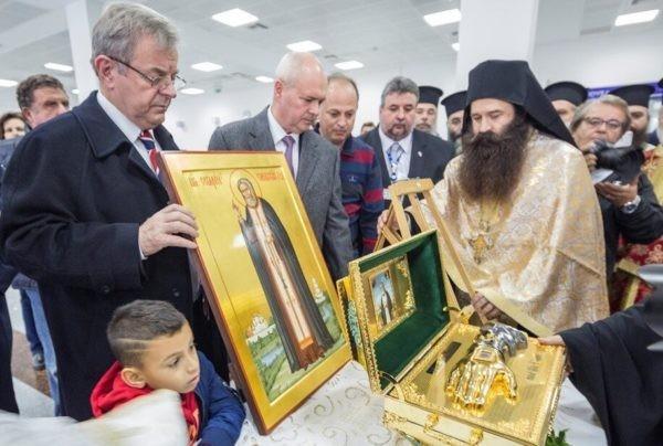 Тысячи греков встретили привезенные из России мощи Серафима Саровского