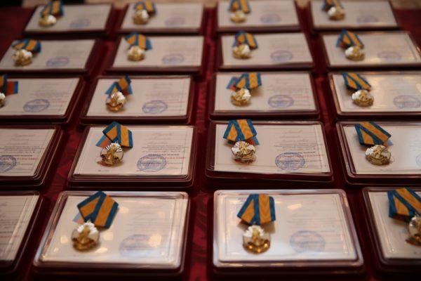 Медали «За мужество в спасении» получили 20 детей-героев