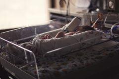 Кемеровские хирурги спасли новорожденного благодаря уникальной операции