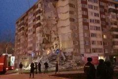 Спасатели ищут пострадавших после обрушения дома в Ижевске