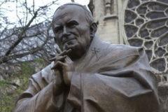 Французские власти приняли решение убрать крест с памятника Зураба Церетели